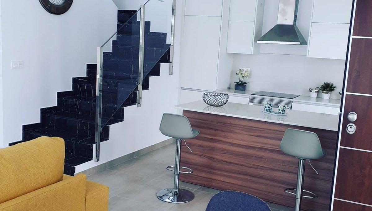 Cocina + escalera de marmol